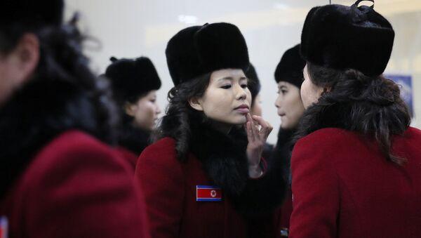 Nữ cổ động viên của Bắc Triều Tiên đến Thế vận hội Mùa đông 2018 tại Hàn Quốc. - Sputnik Việt Nam