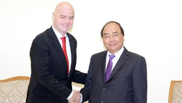 Thủ tướng Nguyễn Xuân Phúc và Chủ tịch FIFA Gianni Infantino - Sputnik Việt Nam