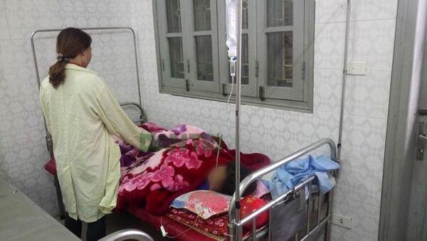 Bé gái M.T. đang được điều trị tại Bệnh viện đa khoa tỉnh Hòa Bình. - Sputnik Việt Nam