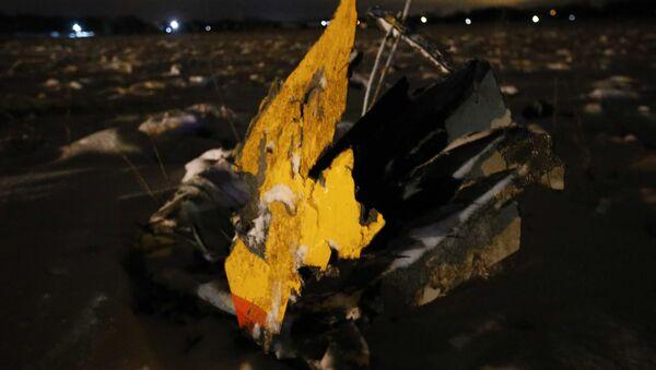 Các mảnh vỡ của máy bay An-148 Hãng hàng không Saratov Airlines tại hiện trường vụ tai nạn ở ngoại ô Moskva - Sputnik Việt Nam