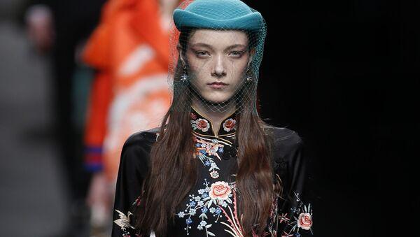 Сhiếc áo trong bộ sưu tập Gucci 2016/2017 - Sputnik Việt Nam