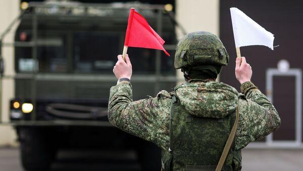 Người quân nhân trong cuộc luyện tập với hệ thống tên lửa chiến thuật Iskander-M trong khu vực Krasnodar - Sputnik Việt Nam