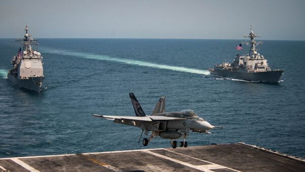 An F/A-18E Super Hornet lands on the flight deck of the U.S. Navy aircraft carrier USS Carl Vinson as the Ticonderoga-class guided-missile cruiser USS Lake Champlain (L) and the Arleigh Burke-class guided-missile destroyer USS Wayne E. Meyer transit the western Pacific Ocean May 3, 2017. - Sputnik Việt Nam