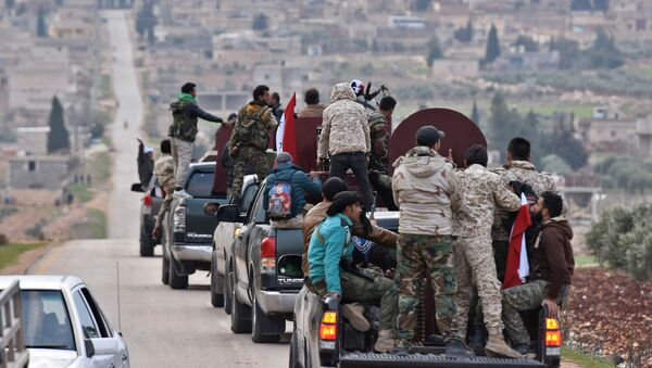 A picture taken on February 20, 2018 shows a convoy of pro-Syrian government fighters arriving in Syria's northern region of Afrin - Sputnik Việt Nam