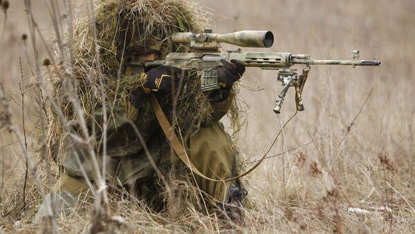 Lính bắn tỉa vào vị trí trong cuộc tập trận của Lữ đoàn Đặc biệt Quân khu miền Nam thuộc vùng Krasnodar - Sputnik Việt Nam