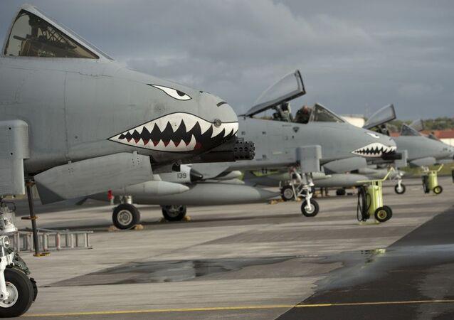Самолеты A-10 II Thunderbolt ВВС США на авиабазе Лажеш на острове Терсейра, Португалия