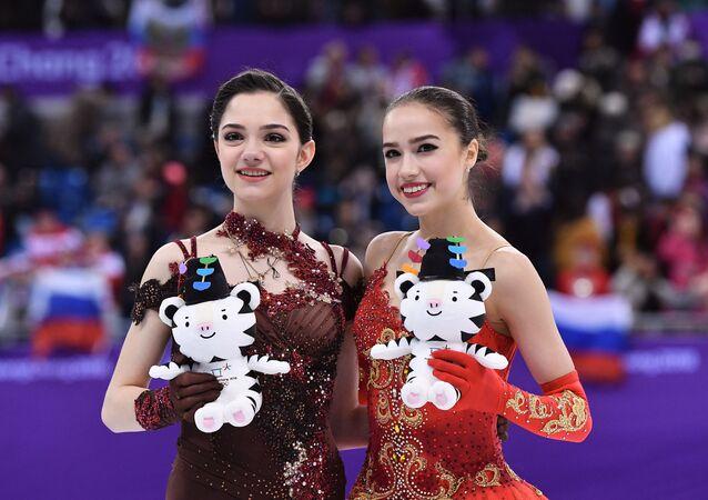 Alina Zagitova và Evgenia Medvedeva