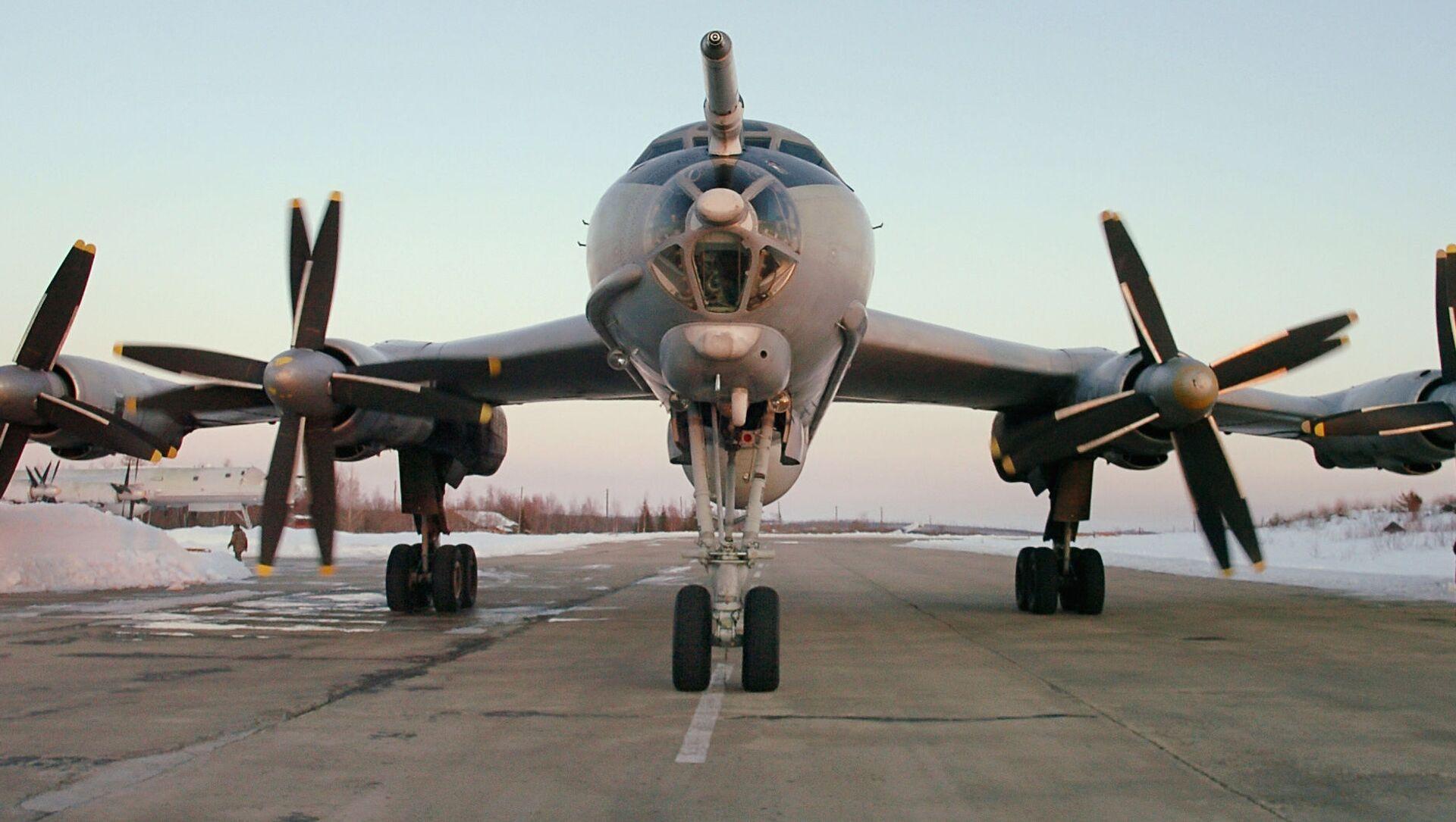 Máy bay săn ngầm tầm xa Tu-142.  - Sputnik Việt Nam, 1920, 07.08.2021