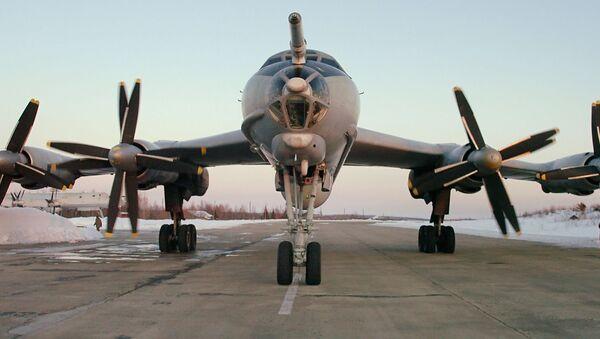 Máy bay săn ngầm tầm xa Tu-142.  - Sputnik Việt Nam