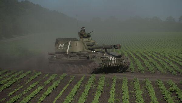 Quân nhân Ukraine trên xe tăng tại tỉnh Donetsk - Sputnik Việt Nam