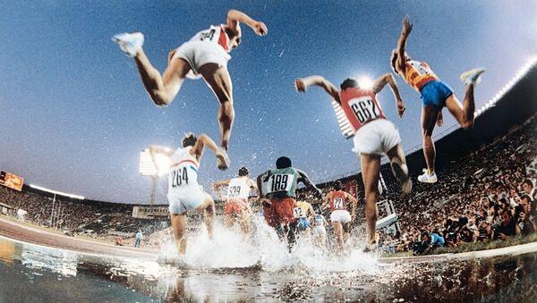 Chạy vượt chướng ngại vật trong Thế vận hội Olympic XXII ở Matxcơva - Sputnik Việt Nam
