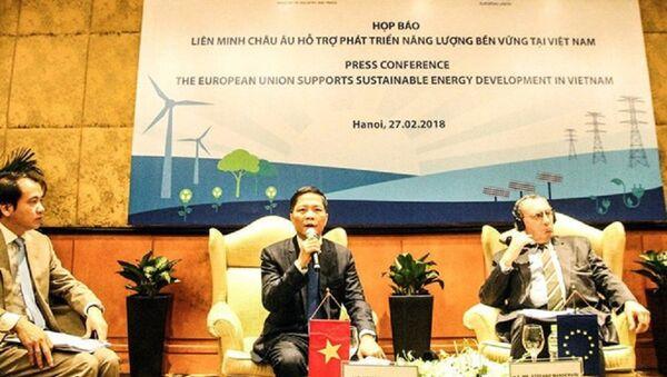Họp báo EU hỗ trợ phát triển năng lương bền vững cho Việt Nam - Sputnik Việt Nam