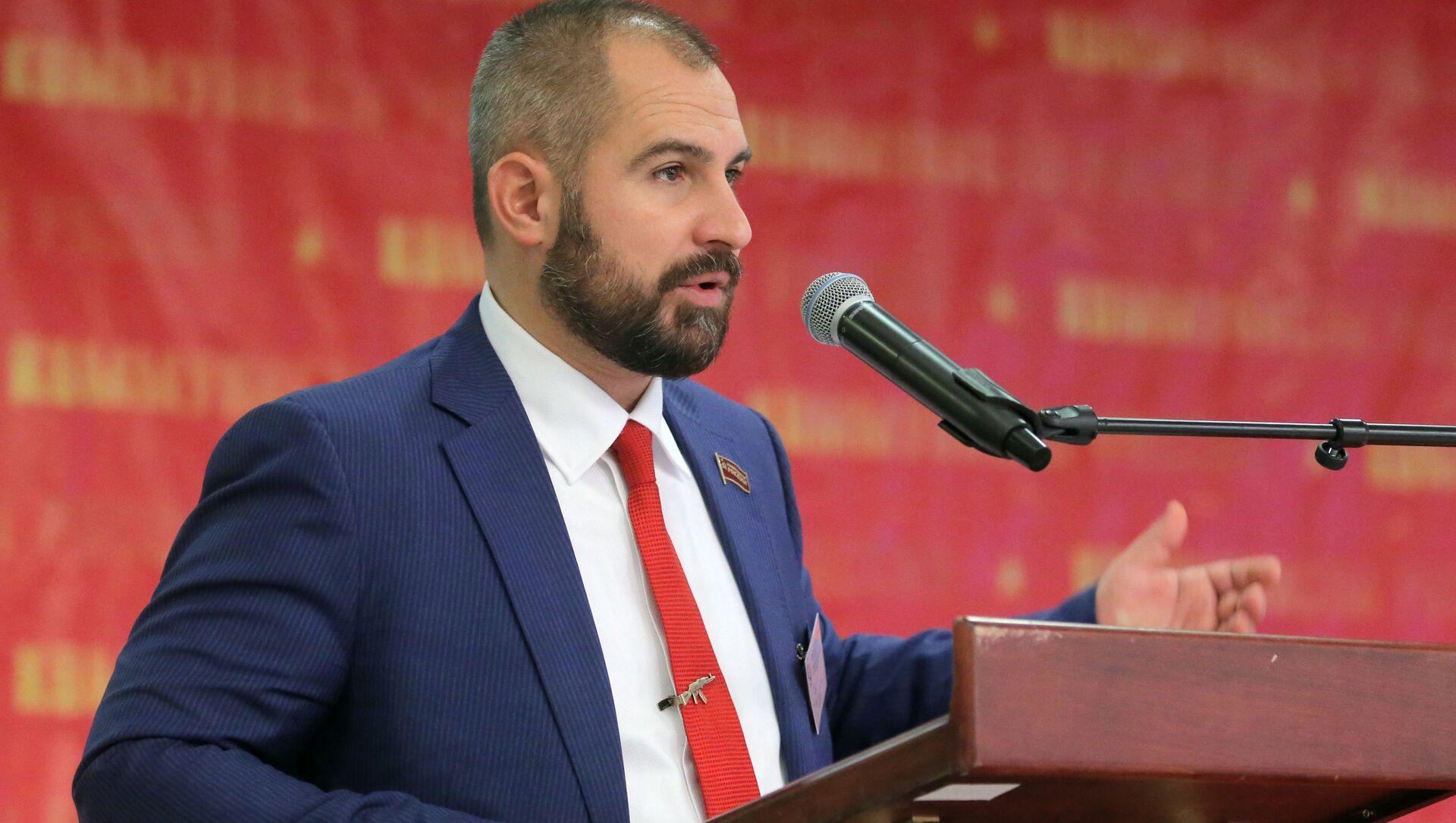 """Ông Maxim Suraikin phát biểu tại Đại hội đảng """"Những người Cộng sản Nga"""" - Sputnik Việt Nam, 1920, 30.03.2021"""