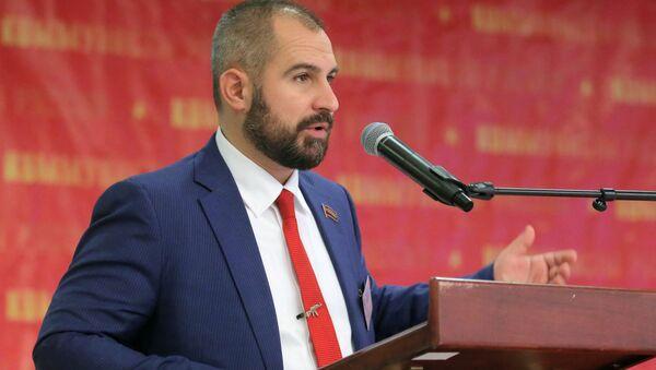 """Ông Maxim Suraikin phát biểu tại Đại hội đảng """"Những người Cộng sản Nga"""" - Sputnik Việt Nam"""