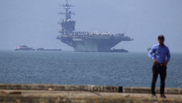 Tàu sân bay Mỹ USS Carl Vinson tại cảng Tiên Sa ở Đà Nẵng - Sputnik Việt Nam