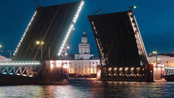 Cầu Cung Điện trên sông Neva ở thành phố St. Petersburg - Sputnik Việt Nam