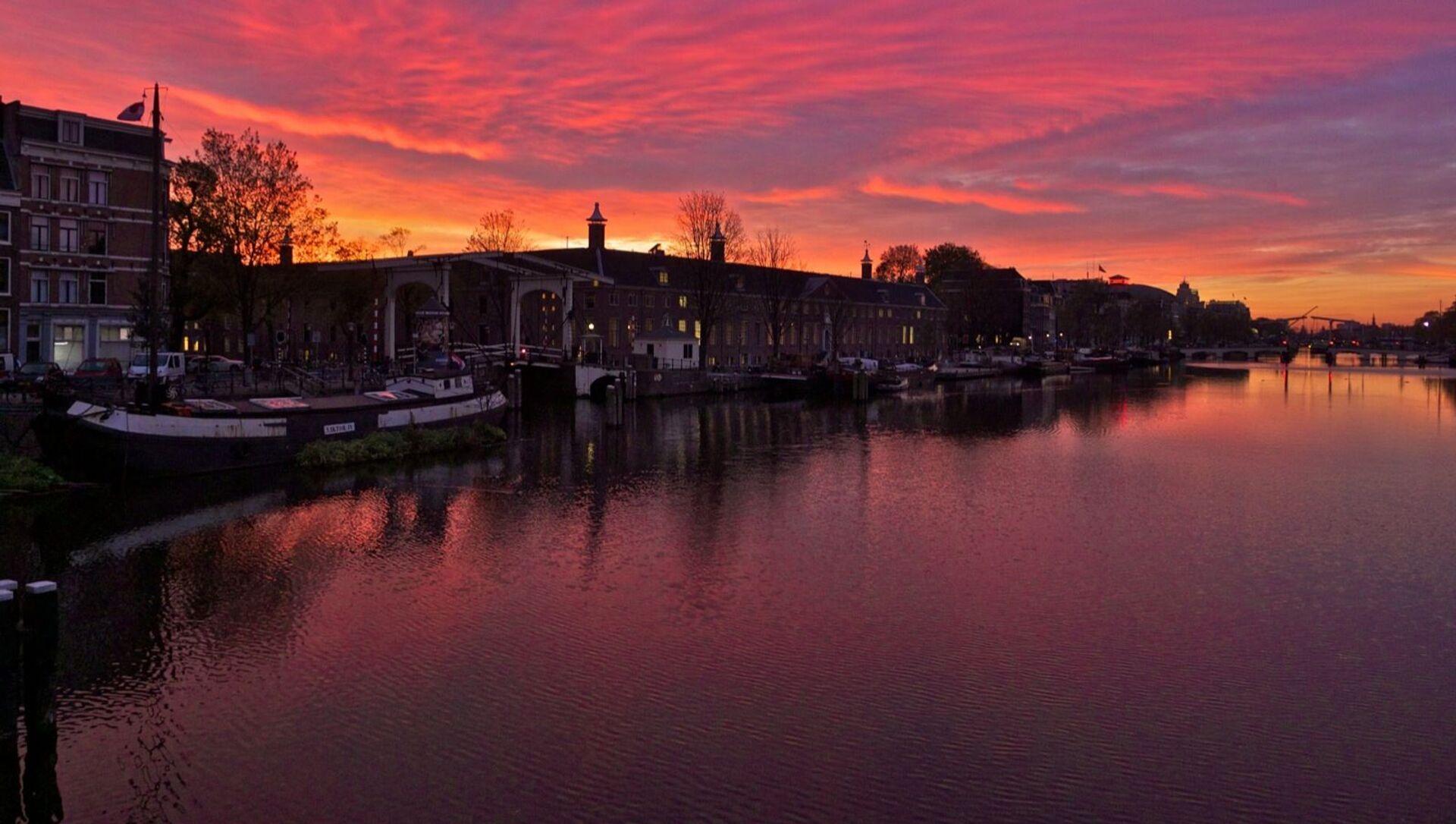 Thành phố Amsterdam trên sông Amstel ở Hà Lan - Sputnik Việt Nam, 1920, 04.06.2021