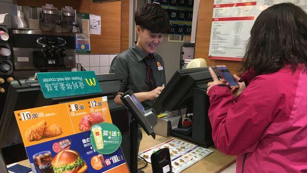 Bánh burger Nga trở thành một trong những món phổ biến nhất của McDonald's Trung Quốc - Sputnik Việt Nam