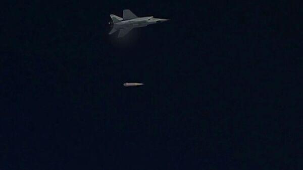 МиГ-31 ВКС России во время учебного пуска гиперзвуковой ракеты Кинжал - Sputnik Việt Nam