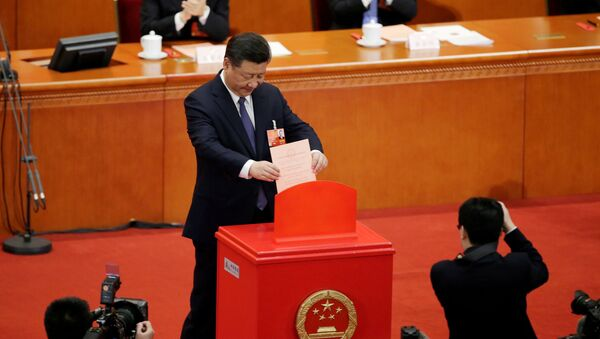 Chinese President Xi Jinping drops his ballot, during a vote on a constitutional amendment lifting presidential term limits, at the third plenary session of the National People's Congress (NPC) at the Great Hall of the People in Beijing, China March 11, 2018 - Sputnik Việt Nam