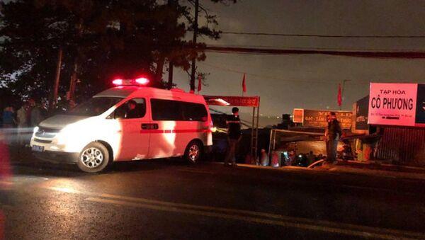 Các nạn nhân được đưa về nhà xác Bệnh viện Đa khoa tỉnh Lâm Đồng - Sputnik Việt Nam
