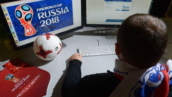 Người đàn ông mua vé xem World Cup - Sputnik Việt Nam