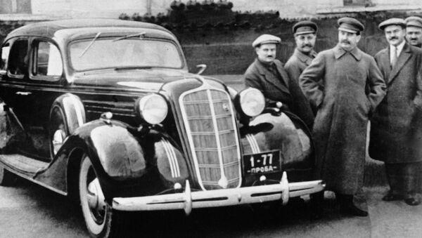 ZIS-101 là xe hơi bảy chỗ đầu tiên được Liên Xô sản xuất tại nhà máy ô tô mang tên Stalin (Moskva) từ  năm 1937 đến  năm 1941 - Sputnik Việt Nam