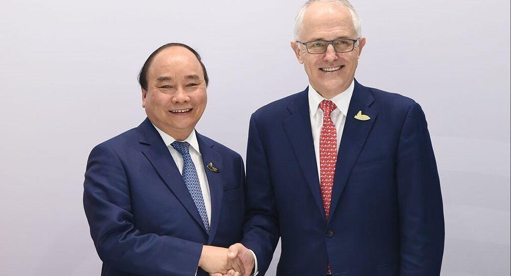 Thủ tướng Nguyễn Xuân Phúc bắt tay với Thủ tướng Úc Malcolm Turnbull
