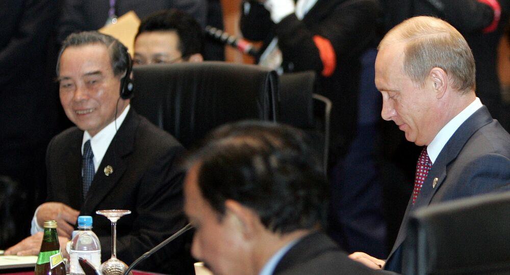 Thủ tướng Việt Nam Phan Văn Khải và Tổng thống Nga Vladimir Putin tại Kuala Lumpur trong hội nghị thượng đỉnh ASEAN