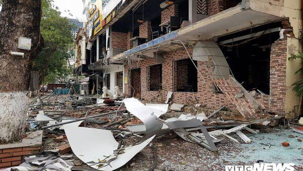 Tòa nhà 2 tầng tan hoang sau vụ nổ kinh hoàng. - Sputnik Việt Nam