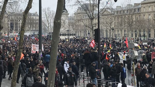 Tại Paris diễn ra cuộc đình công lớn đầu tiên chống lại cuộc cải cách của Macron - Sputnik Việt Nam