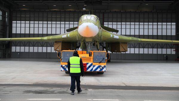 Выкатка опытного образца самолета Ту-160М2 в Казани - Sputnik Việt Nam