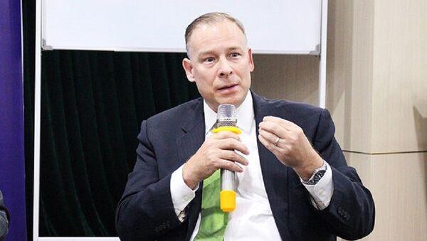 Ông Thomas Dougherty phát biểu tại Tọa đàm An ninh mạng: Kinh nghiệm quốc tế và Điều chỉnh chính sách ở Việt Nam (23/3). - Sputnik Việt Nam