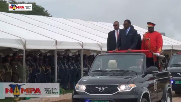 Tổng thống Namibia duyệt binh Ngày Độc lập trên chiếc UAZ Patriot mui trần (Video) - Sputnik Việt Nam