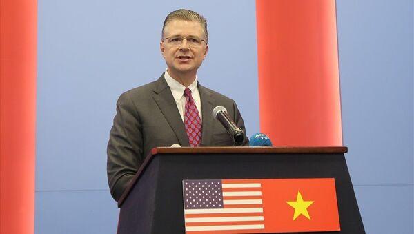 Đại sứ Daniel Kritenbrink tại buổi họp báo ngày 26.3 - Sputnik Việt Nam