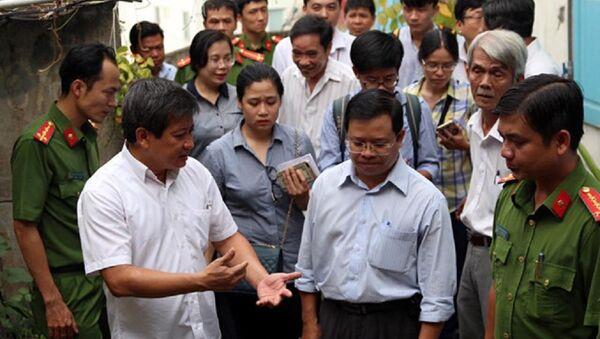 Ông Đoàn Ngọc Hải kiểm tra chung cư 145 Nguyễn Trãi (phường Bến Thành, quận 1) - Sputnik Việt Nam