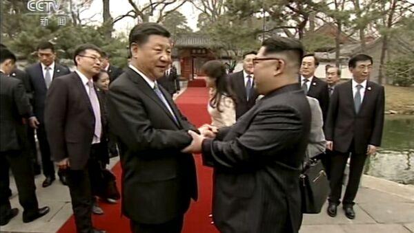 Chủ tịch CHND Trung Hoa Tập Cận Bình và lãnh đạo CHDCND Triều Tiên Kim Jong Un tại Bắc Kinh - Sputnik Việt Nam