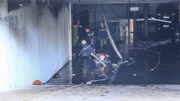 Một đại uý Cảnh sát PCCC quận 8 đã bị tạm ngưng công tác để điều tra sau vụ cháy chung cư Carina Plaza khiến 13 người chết. - Sputnik Việt Nam