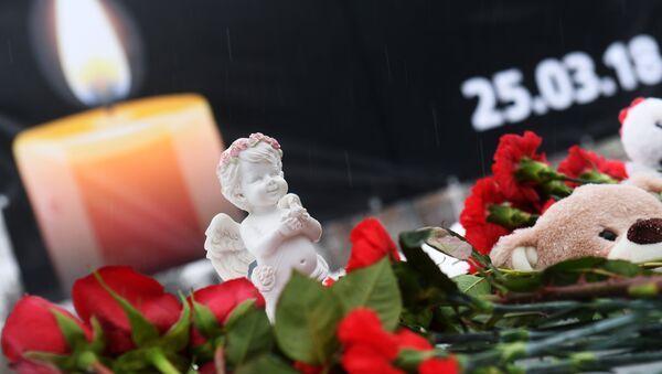 Hành động tại Kazan tưởng niệm những người thiệt mạng trong trung tâm thương mại- giải trí Zimnyaya vishnya ở Kemerovo. - Sputnik Việt Nam
