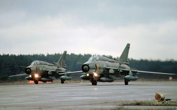 Máy bay tiêm kích- ném bom Su-17 - Sputnik Việt Nam