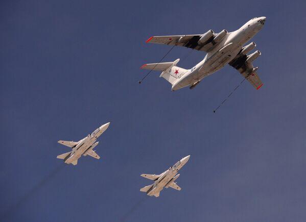 Máy bay tiếp dầu Il-78 và máy bay ném bom Su-24 trong cuộc tổng diễn tập diễu hành quân sự đánh dấu kỷ niệm 70 năm Chiến thắng trong Chiến tranh Vệ quốc Vĩ đại - Sputnik Việt Nam