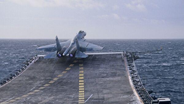 Su-27K cất cánh từ boong của tuần dương hạm - Sputnik Việt Nam
