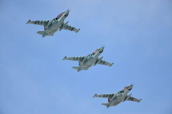 Máy bay cường kích Su-25SM trong cuộc duyệt binh đánh dấu kỷ niệm 70 năm Chiến thắng trong Chiến tranh Vệ quốc Vĩ đại - Sputnik Việt Nam