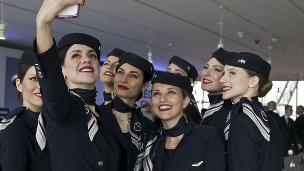 Nữ tiếp viên hãng hàng không Aegean Airlines của Hy Lạp - Sputnik Việt Nam