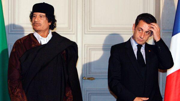 Nicolas Sarkozy và Muammar Gaddafi - Sputnik Việt Nam