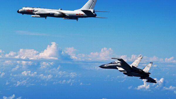 máy bay Su-30 và H-6K của Trung Quốc - Sputnik Việt Nam