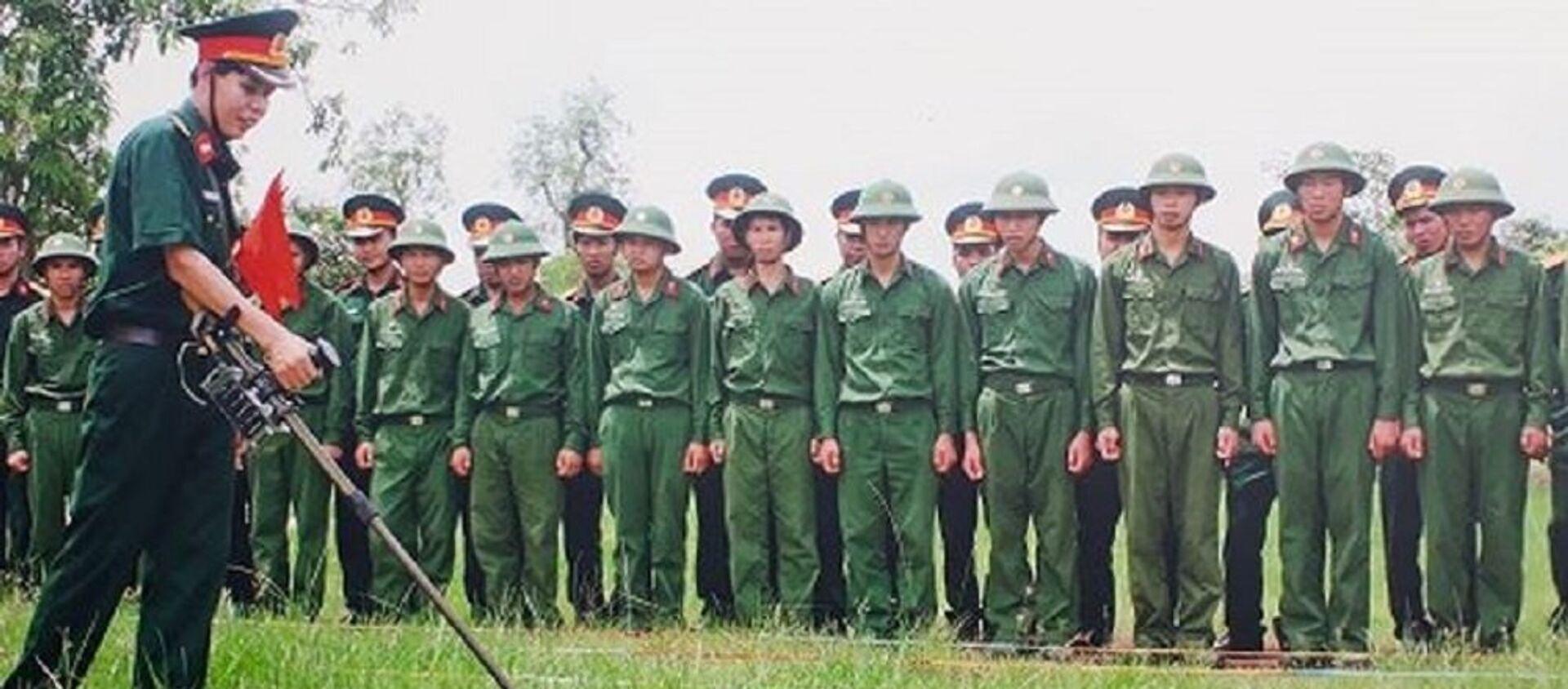 Cuộc chiến rà phá bom mìn còn nhiều cam go.  - Sputnik Việt Nam, 1920, 04.04.2019