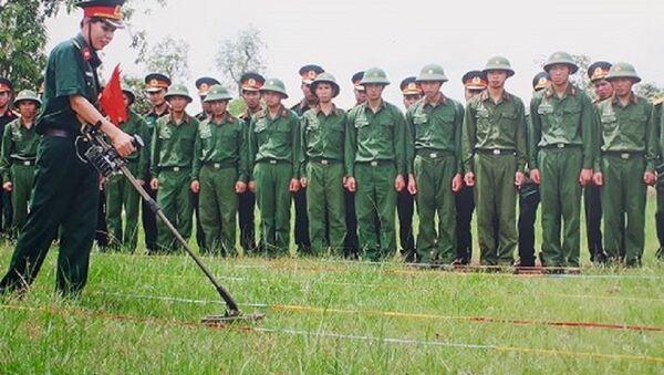 Cuộc chiến rà phá bom mìn còn nhiều cam go.  - Sputnik Việt Nam