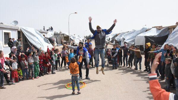 Ngày hội cho trẻ em từ Đông Ghouta trong trại tị nạn - Sputnik Việt Nam