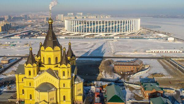 Phong cảnh Nhà thờ Alexander-Nevsky Novoyarmarichny và sân vận động Nizhny Novgorod - Sputnik Việt Nam